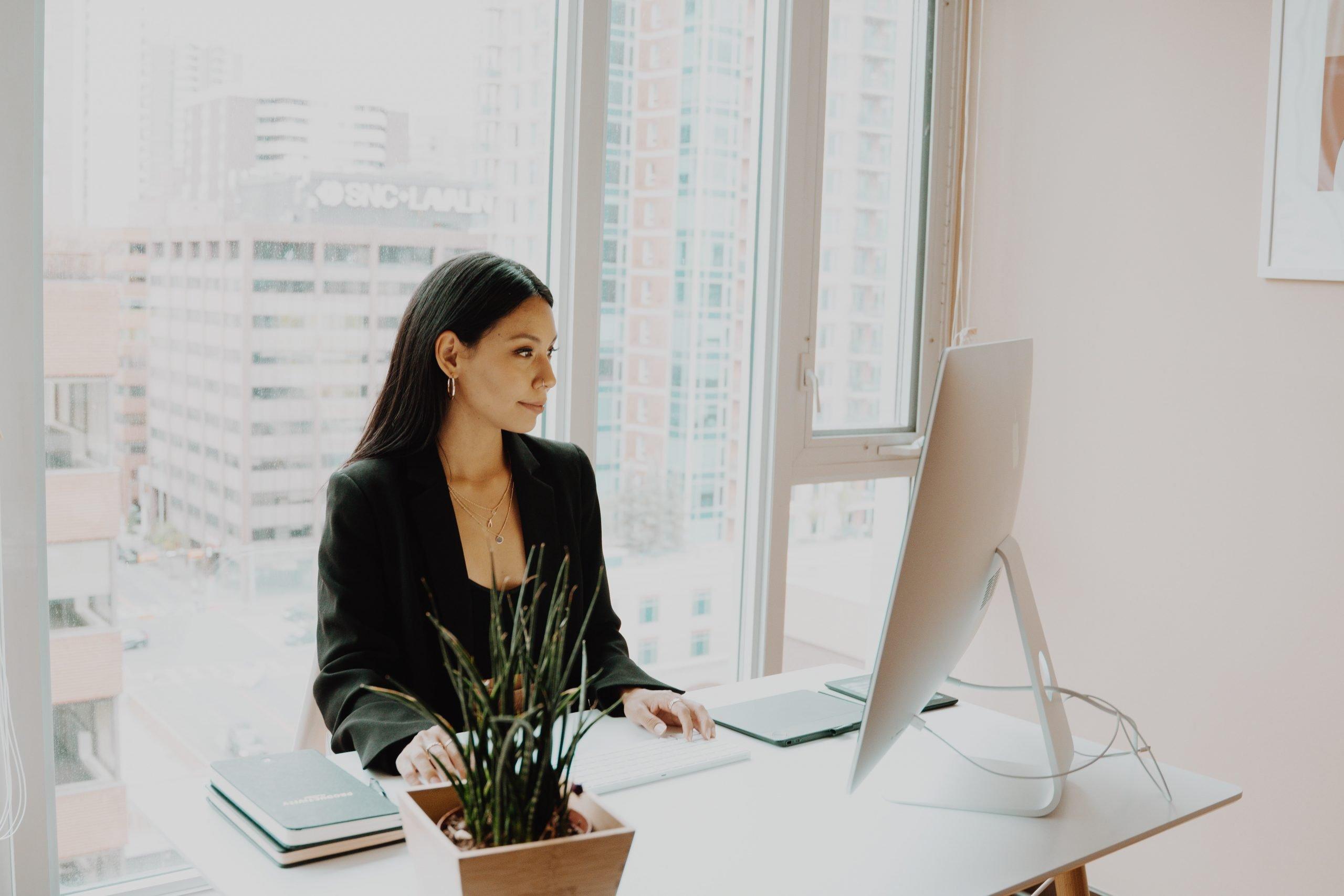 establish-your-expertise-coach-woman-at-desk